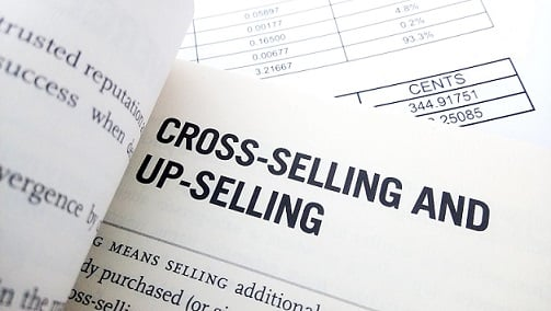 : Definición de up selling y cross selling como estrategias de hotel